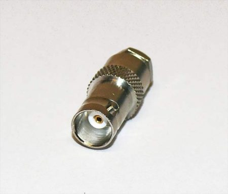 BNC aljzat lengő, RG-58-hoz, forrasztható